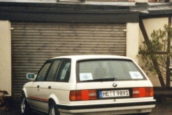 Sanitätsdienst-Tennagels-BMW-325i-9_89-01-vor-Garage8BBC