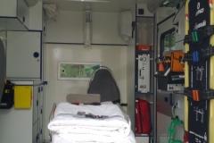 Sanitätsdienst-Tennagels-MD313-1_83_01-Patientenraum-des-UHS-RTW-ex.-RTW1-0A8E