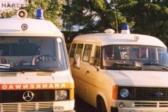 Sanitätsdienst-Tennagels-Transit-9_85-04-neben-KTW-1-ex.-KTW4Tr.-1953